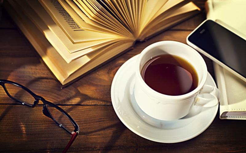 夜飲むコーヒーは熟睡と眠気覚ましの両方に効果