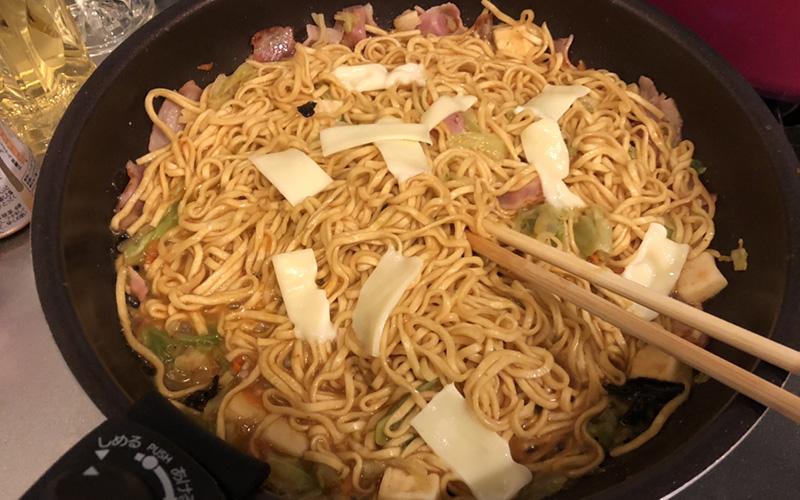 蒙古カルボナーラ チーズと炒める